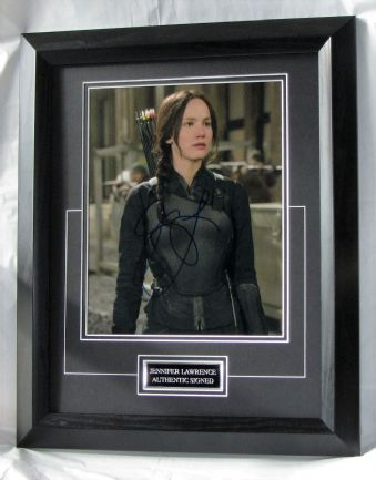 "A58JLHG JENNIFER LAWRENCE SIGNED - ""THE HUNGER GAMES"""